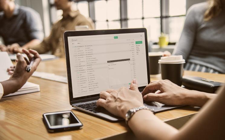 Funkcjonalności w AMODIT: Poznaj zaawansowaną obsługę maili – łączenie w wątki